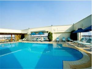 renaissance pool